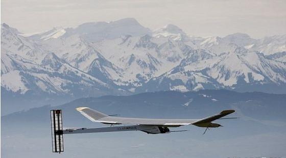 世界上第一架太阳能飞机不用燃料可夜间飞行